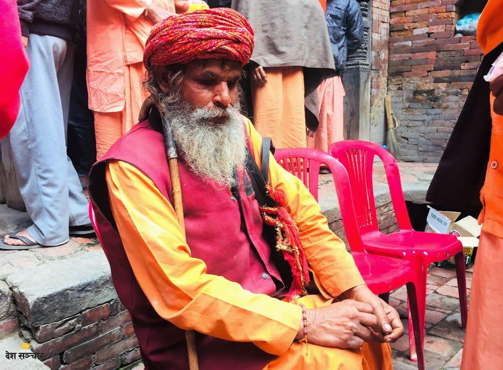 मथुरास्थित अवधुत आश्रमका रमेशानन्द सरस्वती। उनी जन्मँदैदेखि निष्पट्टै नदेख्ने रहेछन्।